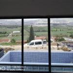 תמונה של חלון אלומיניום לבריכה