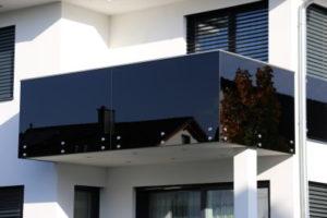 מעקה אלומיניום למרפסת בגוון שחור